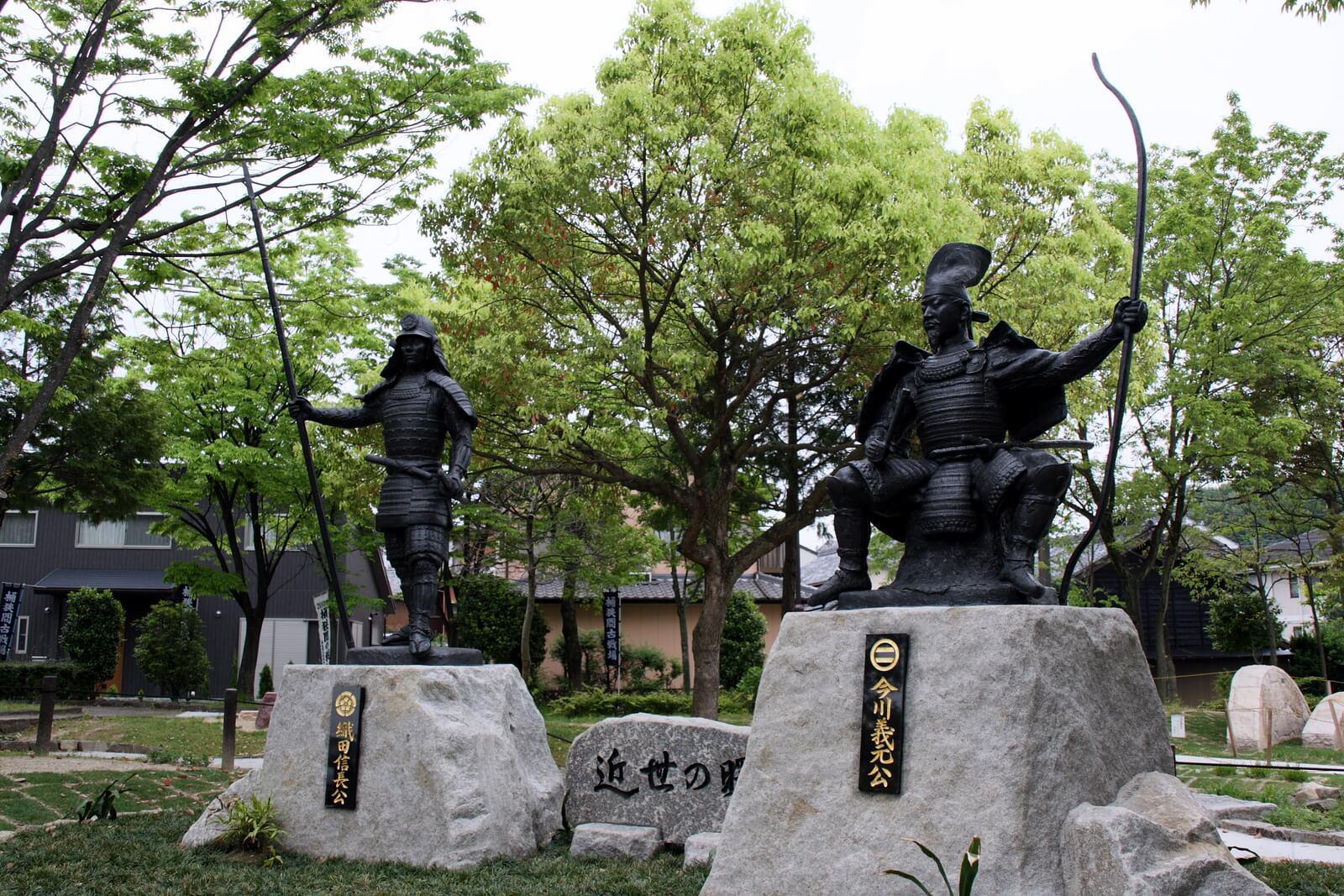 信長・義元 銅像
